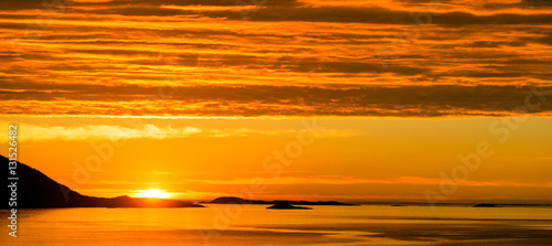 Cadres-photo bureau Orange eclat Decline at the sea. Norway. Rekvik
