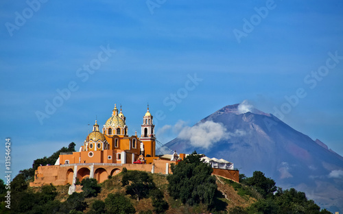 Photo Iglesia de Cholula, Puebla, México.