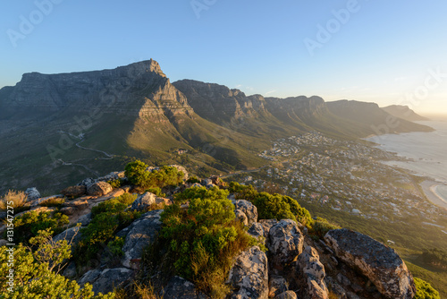 Fotografia  Table Mountain and 12 Apostles viewed from Lion's Head