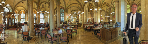 In de dag Wenen Cafe Central Wien Innen Panorama