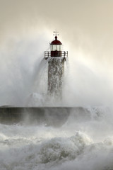 Obraz na Plexi Old lighthouse covered by stormy waves