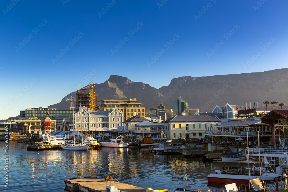 Fototapeta Republic of South Africa. Cape Town (Kaapstad). Waterfront - Victoria Basin with historical buildings. Devil's Peak and Table Mountain in the background