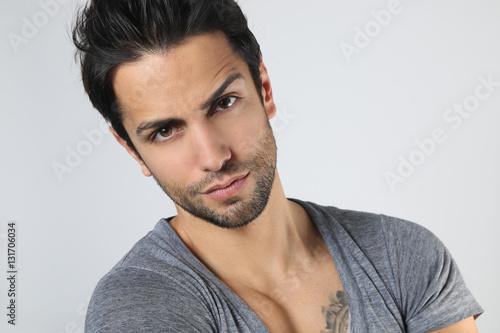 Fotografie, Tablou  Portrait d' un bel homme brun