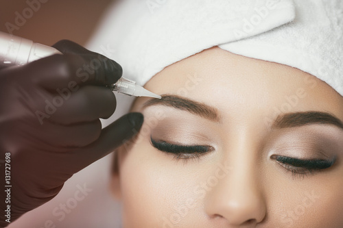 Cuadros en Lienzo Permanent makeup. Tattooing of eyebrows