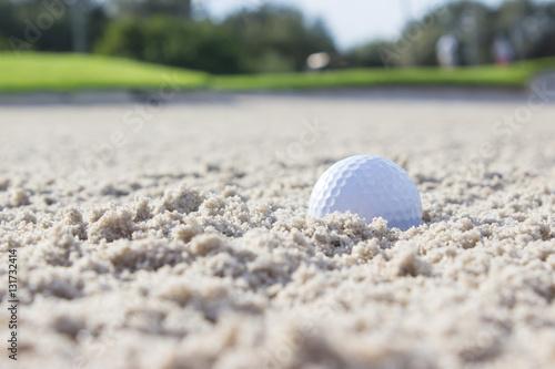 Plakat Piłeczka golfowa w piasku pułapki
