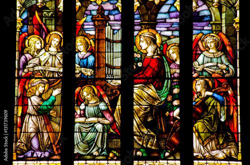 angels-stained-glass-odtwarzanie-muzyki-national-shrine-of-saint-fran