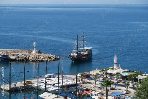 Photo  Sailing Ship Entering the Kaleici Oldtown Harbour in Antalya, Turkey