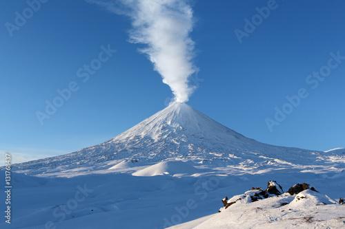 Staande foto Vulkaan Winter eruption Klyuchevskaya Sopka - active volcano of Kamchatka