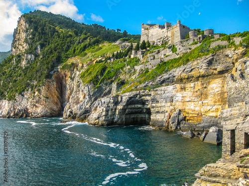 Portovenere, the Byron Cave, beautiful shoreline scenery of Cinque Terre, Ligurian Coast, La Spezia, Italy Fototapet