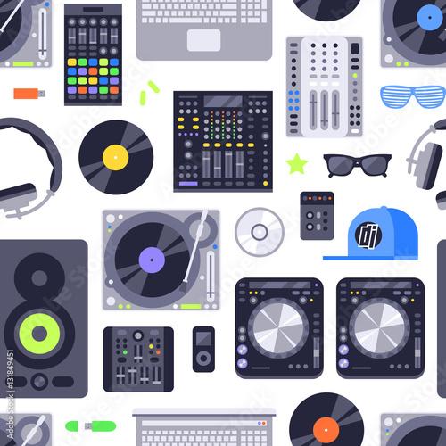 muzyczny-pojecie-bezszwowy-wzor-robic-z-ikonami-obejmuje-elementy-dj-rock-club-i-audio-wektor-eps10