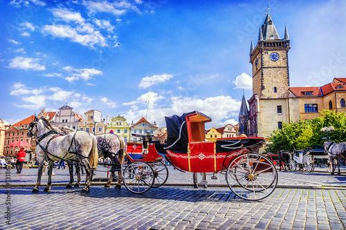 Spoed Foto op Canvas Bedehuis horse-drawn carriage in Old Town Square in Prague, Czech Republi