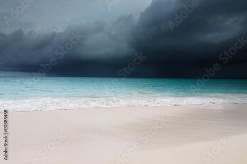 Foto auf Gartenposter Karibik Unwetter und Orkan am Strand von Varadero Kuba