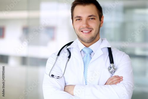 Fototapety, obrazy: Smiling doctor man