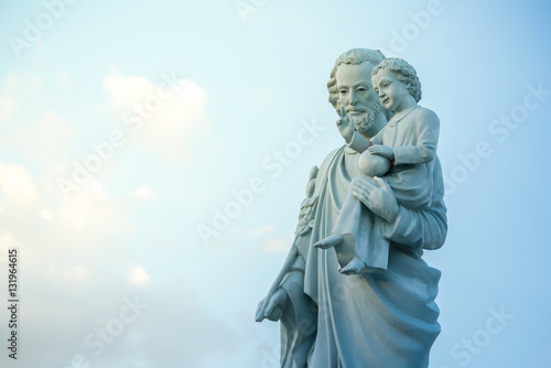 Cuadros en Lienzo classical statue of Saint Joseph with child Jesus on blue sky
