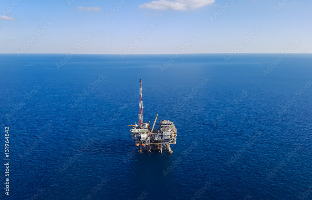 Fototapety, obrazy: Image of oil platform while cloudless day - aerial view