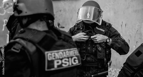 Fotomural French gendarmerie before early morning intervention.