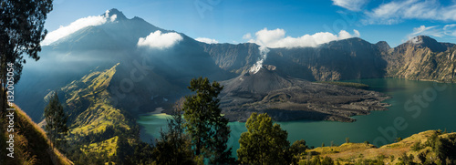 Stampa su Tela Mount Rinjani Crater Lake: View of crater lake and summit, volcano Gunung Rinjani, Lombok, Indonesia