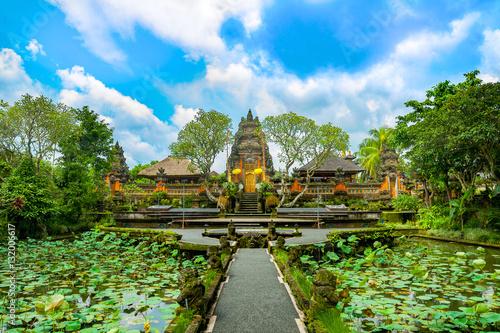 Pura Taman Saraswati temple. Ubud. Bali. Indonesia. Canvas-taulu