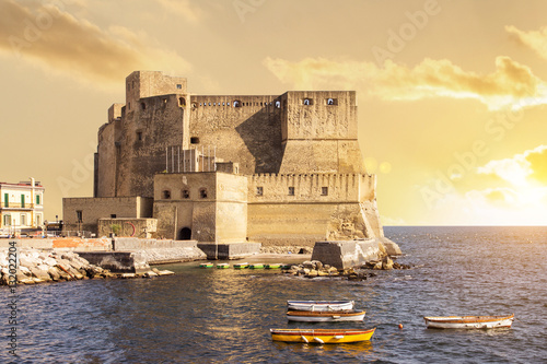 Montage in der Fensternische Neapel sunset in naples italy