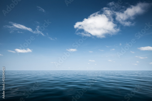 Poster de jardin Eau Calm sea with blue clear sky and clouds