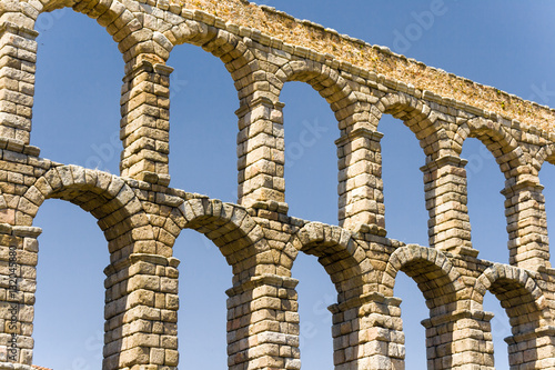 Fotografía  roman acqueduct in Segovia near Madrid, Spain