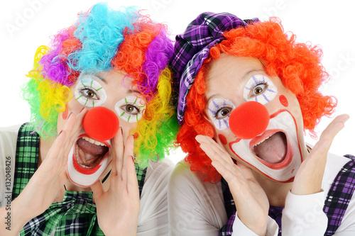 Poster Carnaval Clown geschminkt in Kostüm zu Karneval, Fasching oder Fastnacht ruft und schreit