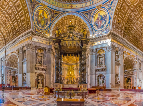Edifice religieux The altar of Saint Peter's Basilica in Vatican