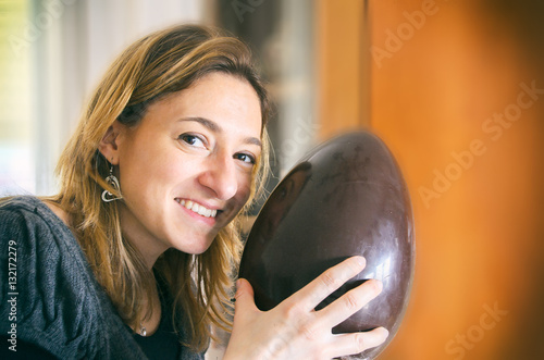 Fotografia, Obraz  unwrapped easter egg woman happy smile portrait