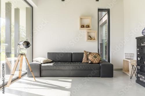 Living Room With Black Furniture Kaufen Sie Dieses Foto Und Finden