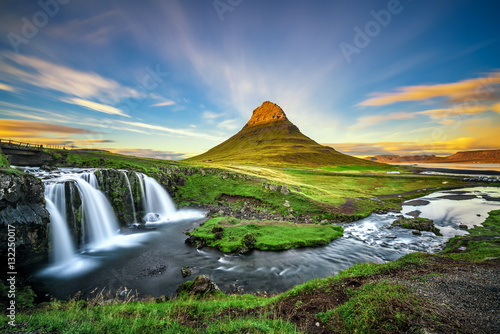 Foto auf Leinwand Insel Sunset over Kirkjufellsfoss Waterfall and Kirkjufell mountain in Iceland