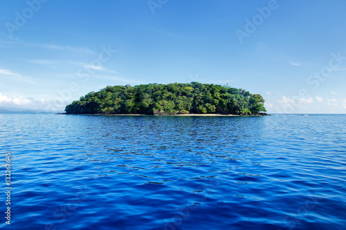 Foto op Aluminium Eiland Small island off the coast of Taveuni, Fiji
