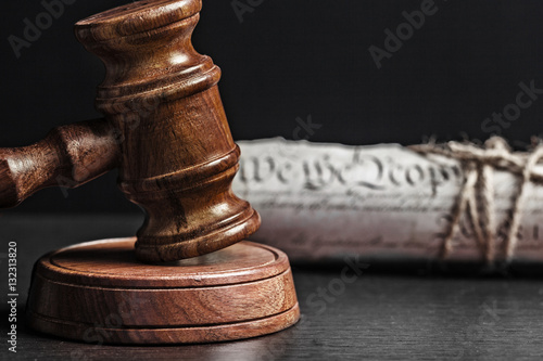 American Declaration of Independence and wooden gavel. Fototapet