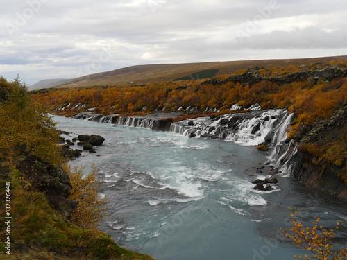 Die Wasserfalle Hraunfossar Im Westen Von Island Im Herbst Buy