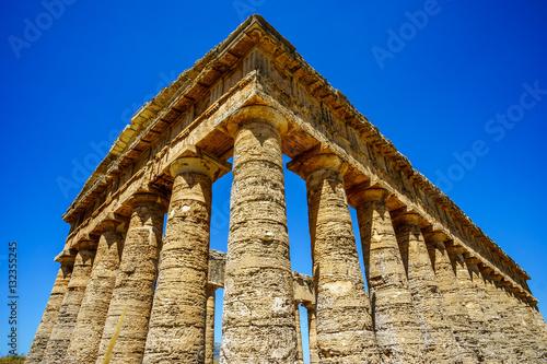 Fotografie, Obraz  Old greek temple at Segesta, Sicily, Italy