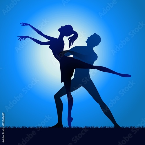 Photo  Couple silhouette dancing on grass