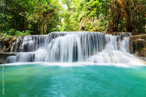 Montage in der Fensternische Wasserfalle Huay Mae Kamin waterfall