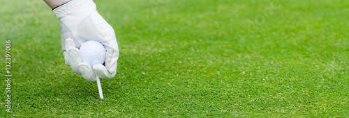 Poster Golf golfball mit tee positionieren