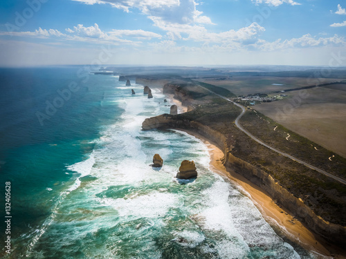 Fotomural Amazing natural view of the Twelve Apostles by the Great Ocean Road in Victoria, Australia