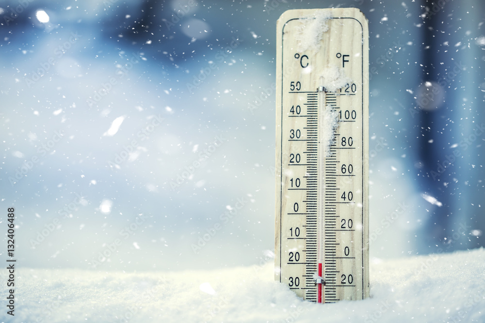 Obraz Thermometer on snow shows low temperatures under zero. Low temperatures in degrees Celsius and fahrenheit. Cold winter weather twenty under zero. fototapeta, plakat