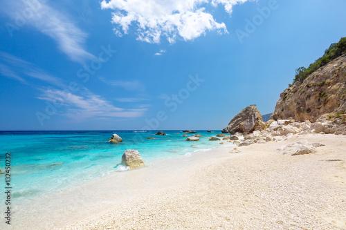 Photo  Amazing sandy beach Cala Biriola on a clear summer day