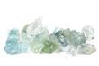 Aquamarinkristalle isoliert auf weißem Hintergrund