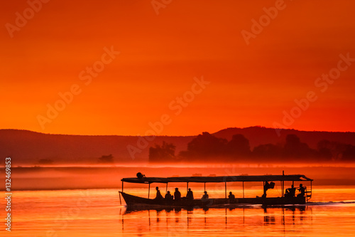 La pose en embrasure Rouge Boat at sunset