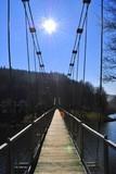 Fototapeta Fototapety mosty linowy / wiszący - Most wiszący na tle słonecznego nieba