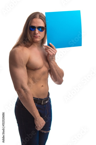 Photo  Portrait of a brutal man bodybuilder athlete with long hair with a sheet of pape