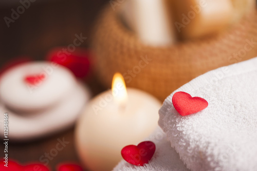 La pose en embrasure Spa Valentine day. Wellness decoration