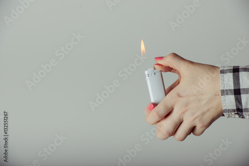 Fotografía Hand with lighter igniting sparks