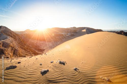 Poster de jardin Desert de sable Wide view of stunning sunset on sand formation at