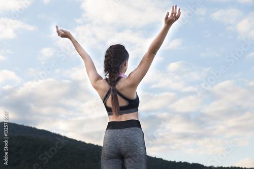 Spoed Foto op Canvas Gymnastiek fitness, sport and healthy lifestyle concept - happy teenage wom