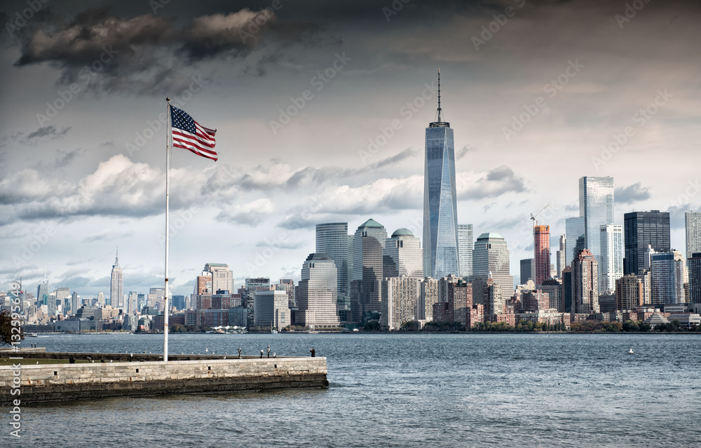 American Flag In Front Of The Freedom Tower New York Foto Poster