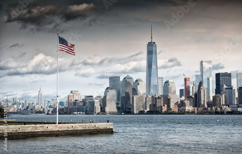 Keuken foto achterwand New York American Flag in front of the Freedom Tower, New York